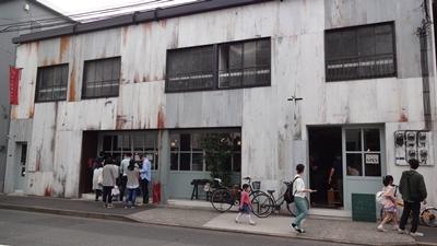 以前から気になっていた清澄白河にあるレトロなアパートのfukadaso(深田荘)。1階にはカフェもあり人気です。