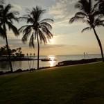 ハワイ島のブラウンズ ビーチ ハウス で見た夕日。。